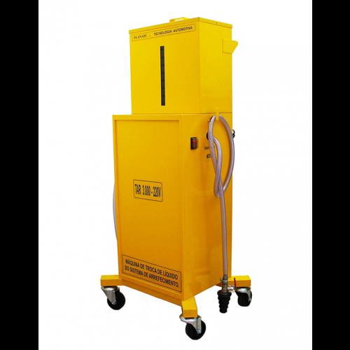 Equipamento com bomba elétrica para auxiliar na limpeza e troca do liquido de arrefecimento